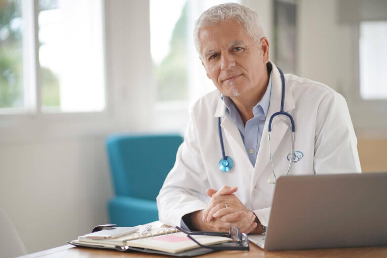 طبيب مستشفيات علاج الإدمان