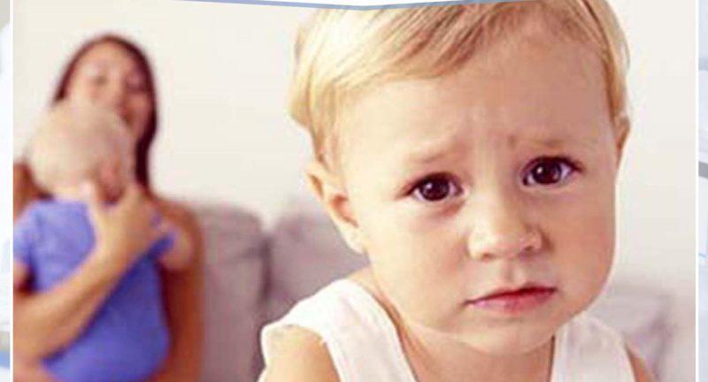 4 طرق فعّالة في علاج الغيرة عند الأطفال